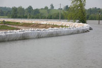 DefenCell™ uses established geocell technology and can be utilised for a selection of civil and emergency flood protection applications. Terram geotextile material drains easily and water will soon filter from wet fill to leave a solid protective barrier.